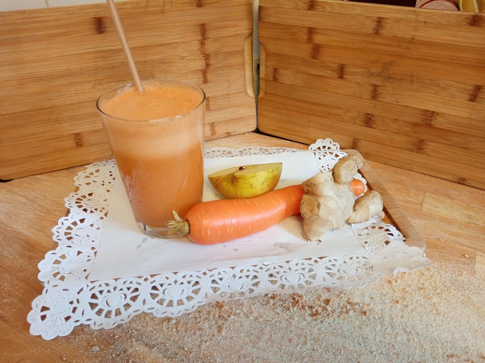 Zumo de manzana, zanahoria y gengibre